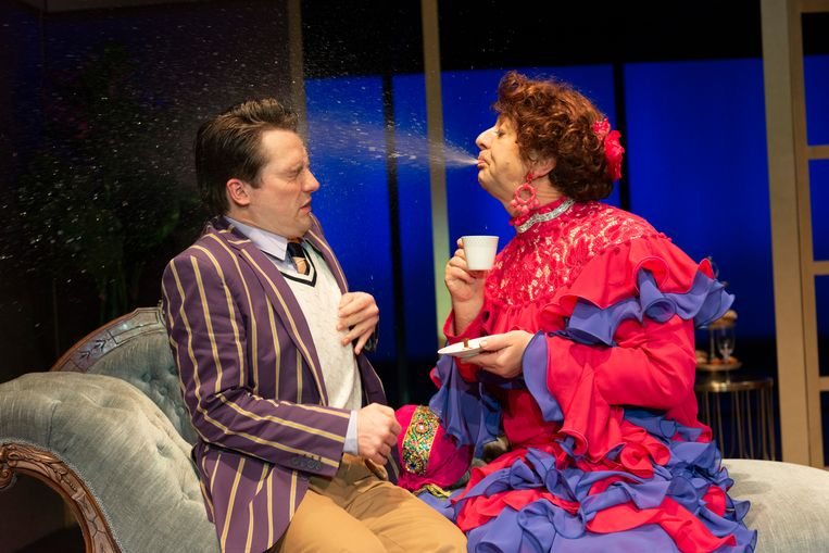 Charley - de komische musical. Links Job Bovelander, rechts Jon van Eerd. Beeld Foto Joris van Bennekom
