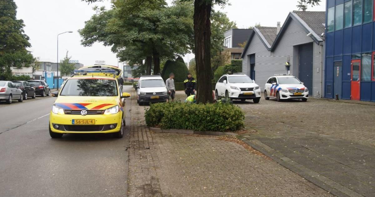 Fietser gewond bij botsing met auto in Nieuwkuijk.