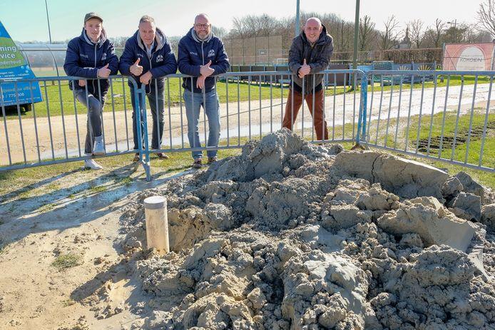 Bij FC Perk wordt de grondwaterput momenteel geplaatst.