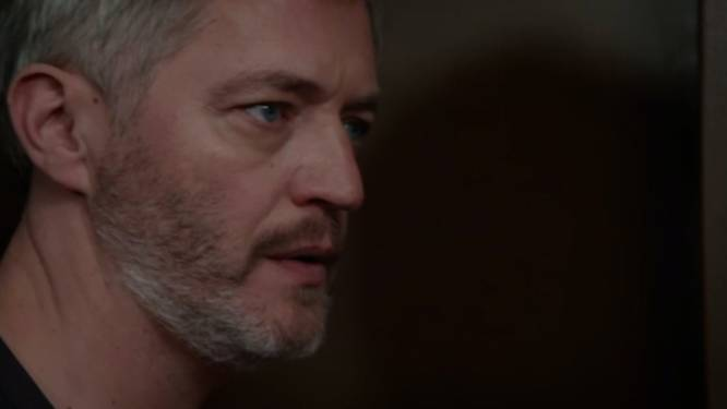 Deze week in 'Familie': Lars denkt alleen te kunnen genieten van zijn 'open relatie', maar hij krijgt onverwacht bezoek