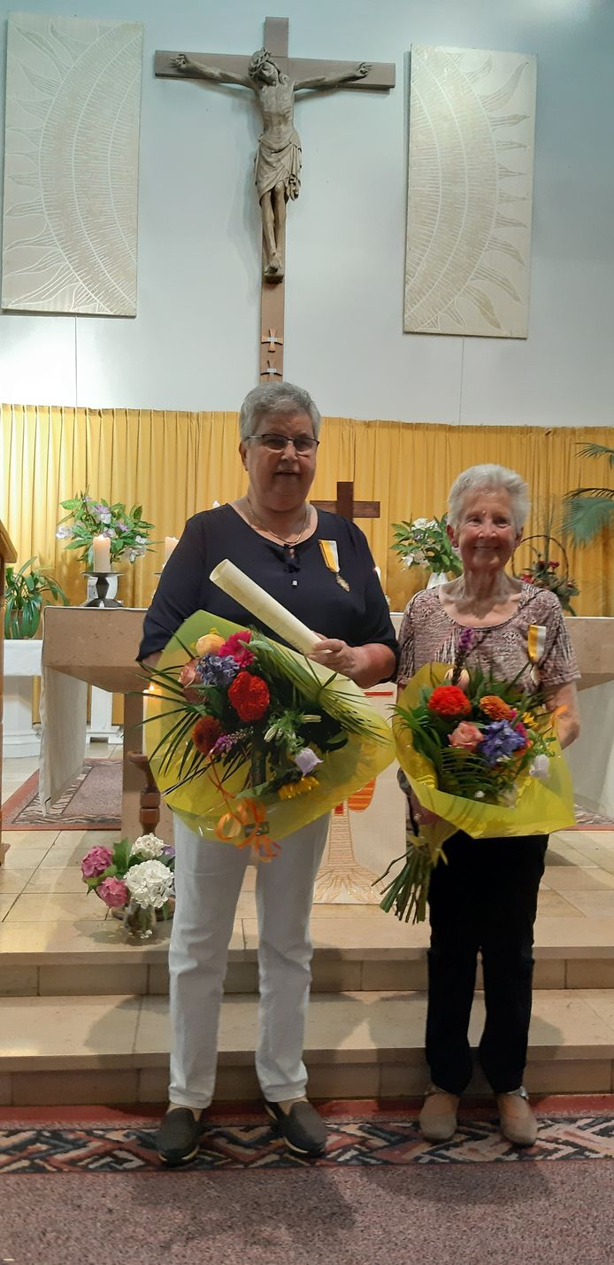 Ida van Duijnhoven en Annie Bevers (r)