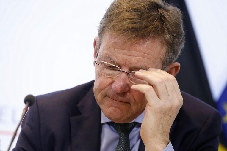 Minister van Financiën Johan Van Overtveldt (N-VA) legt de bal in het kamp van de EU. Beeld BELGA