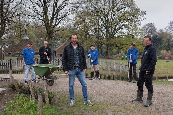 Rob (links) en Roel Jansen willen het Streekpark Kienehoef de allure van weleer geven.