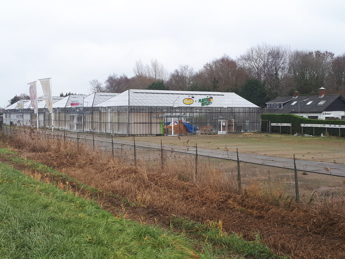 Het voormalige tuincentrum aan de Nieuwe Rijksweg in 's-Heer Hendrikskinderen.