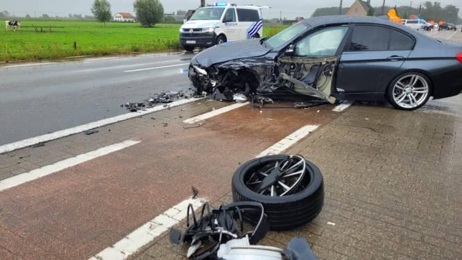 Frontale botsing op Oostendsesteenweg: twee gewonden
