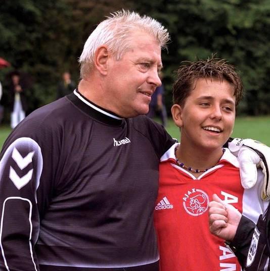 Piet Schrijvers in 2001. Rechts Jan Smit.