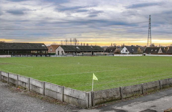 Het gemeentebestuur geeft een investeringstoelage van 450.000 euro aan voetbalclub KV Blauwvoet Otegem voor de aanleg van een kunstgrasveld en het installeren van bijhorende led-verlichting.