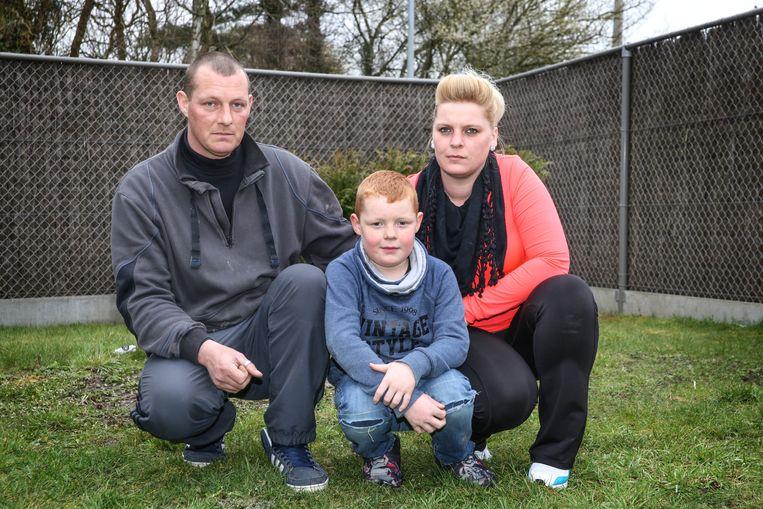 Jimmy De Vlaminck en Kimberly Dewaele met hun zoon Keano (8) uit Menen.