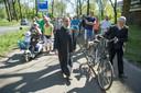 emonstranten in Ede zijn zondagmiddag begonnen met het lopen van een protesttocht door Ede. Met de tocht willen ze duidelijk maken dat ze het wangedrag van een kleine groep jongeren in de wijk Veldhuizen beu zijn.