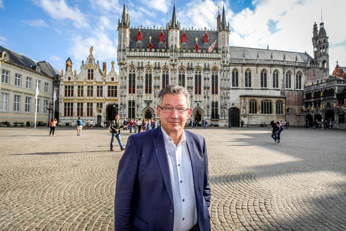 Burgemeester Dirk De fauw heeft in zijn eerste zeven maanden tot drie speeches per dag gegeven.