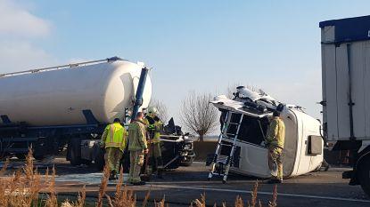 Snelweg richting Frankrijk volledig afgesloten na zwaar ongeval met tankwagen en truck