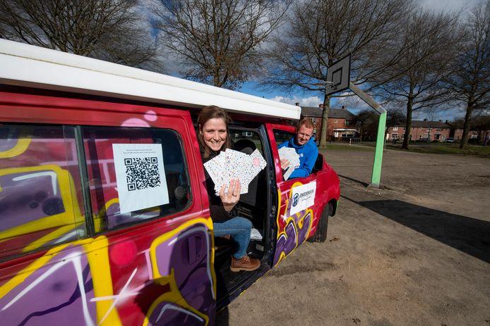 Tour de Wierden van WE Jongerenwerk, waarbij jongerenwerkers enquête ophalen met speciale bus. Locatie: skatebaan.