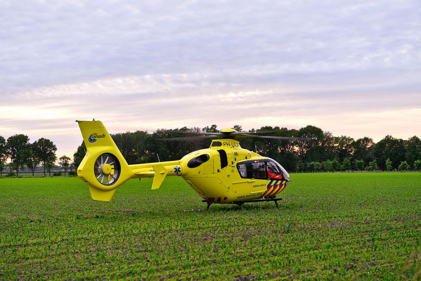 Wielrenner zwaargewond in Netersel, traumahelikopter ingezet.