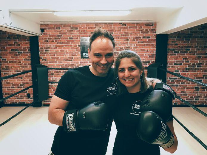Steve Van den Heede van Healthfactor met Elfi Philips, oud-bokskampioene en één van de trainers daar.
