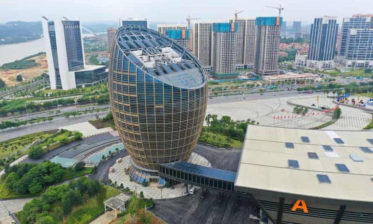 Een vreemd eivormig gebouw in Liuzhou. Beeld rv