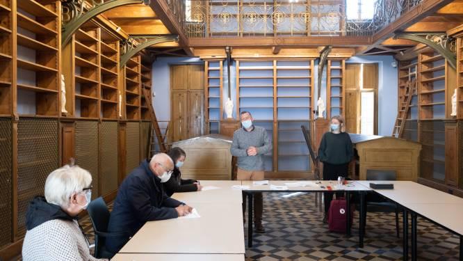 """Vrijwilligers Sint-Bernardusabdij kunnen gerenoveerde bibliotheek weer vullen: """"De cirkel is helemaal rond"""""""