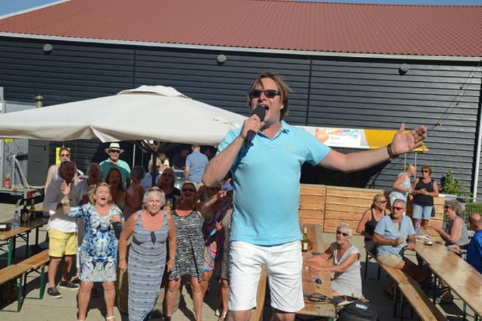 Frank Live tijdens het Zeeuwse Wijnfeest in Dreischor, afgelopen vrijdag.