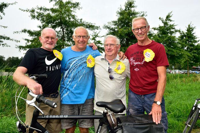 Kik Tuithof, Rinus Hoogerwerf, Hans Berk en Bart Maijenburg (vlnr) vierden gisteren 65 jaar vreindschap.