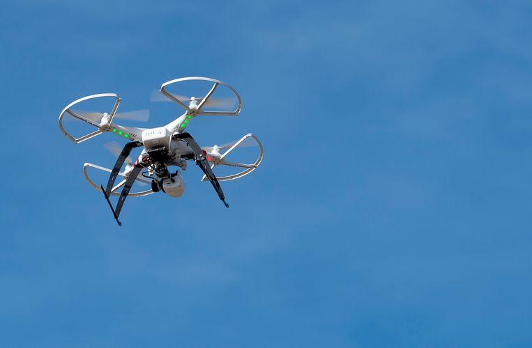 Dronken een drone vliegen is net zo gevaarlijk als dronken autorijden, vindt de Japanse regering. Beeld ANP/ Lex van Lieshout