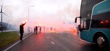 Fans GA Eagles steken met uitzwaaifeestje ploeg hart onder de riem op weg naar belangrijke wedstrijd