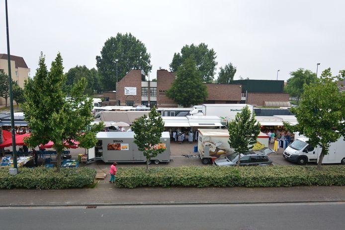 De wekelijkse markt in Oostrozebeke.