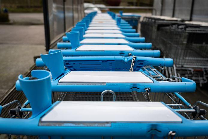 Foto ter illustratie. Winkelwagens van supermarktketen Albert Heijn.