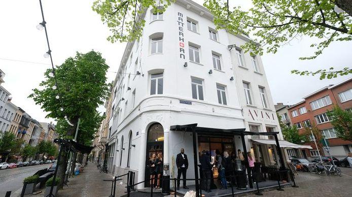 Café Matterhorn Sud is één van dertien cafés die de coronaregels overtraden en nu één week dicht moeten blijven.