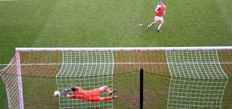 Arsenal verliest League Cup-finale na gemiste penalty Van de Donk