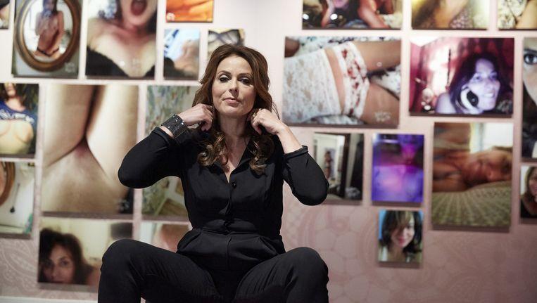 Heleen van Royen tijdens de opening van haar expositie Selfmade in het Letterkundig Museum Beeld anp