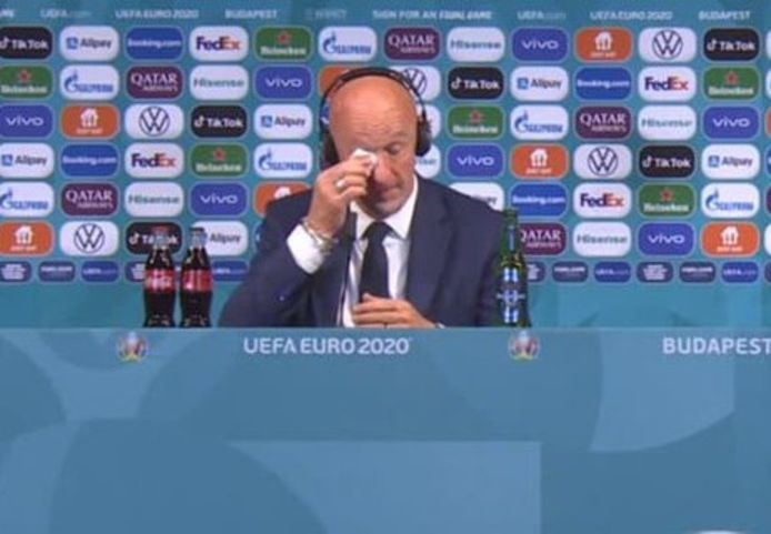 Marco Rossi pinkte een traantje weg tijdens de persconferentie na Hongarije-Frankrijk