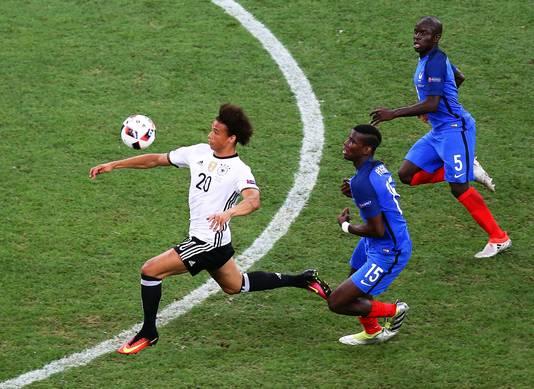 Sané snelt langs Pogba en Kanté van Frankrijk.