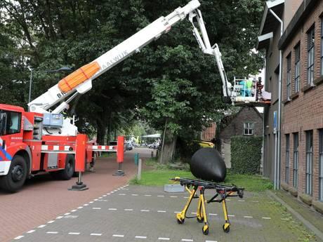 Hoogwerker ingezet om man uit Waalwijkse woning te halen