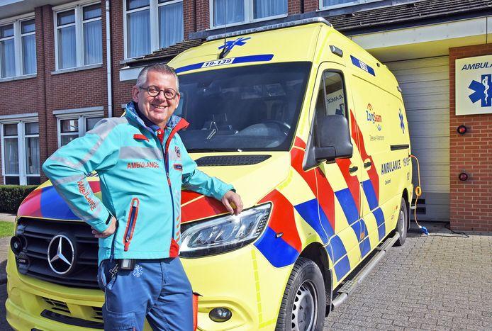 Ambulancier Peter Warrens op zijn laatste werkdag.