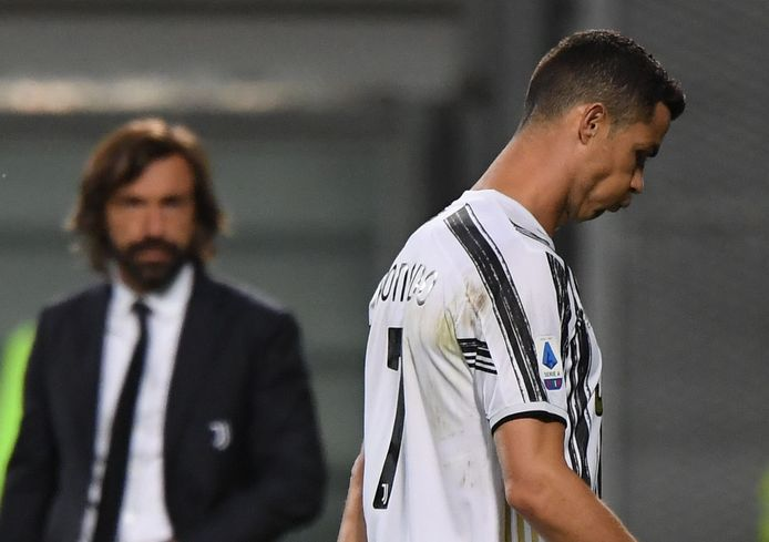 Cristiano Ronaldo met op achtergrond Juventus-trainer Andrea Pirlo.