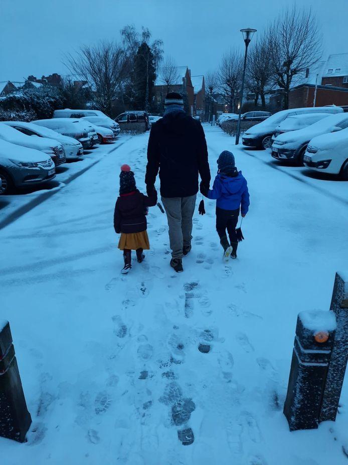 Meteen even wat voetsporen trekken in de verse sneeuw. Is er iets mooiers?