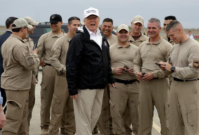 President Donald Trump met Amerikaanse grenswachten aan de grens met Mexico in McAllen.