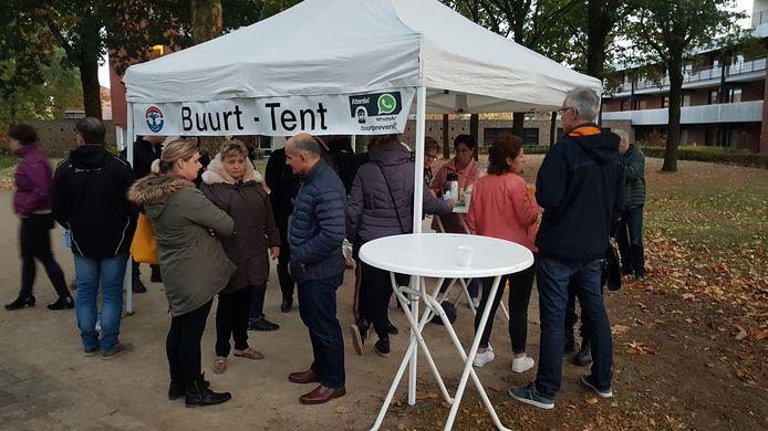 De opkomst voor de eerste Straatpraat in Schijndel was met een tiental wijkbewoners wat mager.