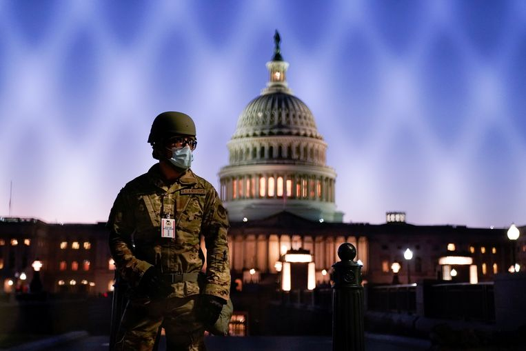 Veiligheidsdiensten waarschuwen voor geïmproviseerde bommen in Washington rond de inauguratie van Biden.  Beeld REUTERS