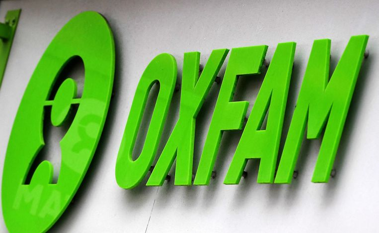 epa06525003 The Oxfam logo at a store in London, Britain, 14 February 2018. UK charity has admitted that several of their aid workers have been using sex workers while working in Haiti in 2011.  EPA/ANDY RAIN Beeld EPA