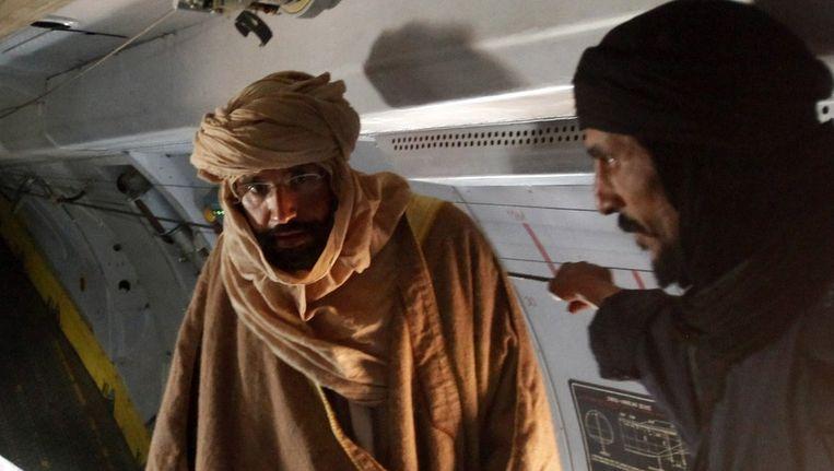 Saif al-Islam (links) werd gisteren opgepakt. Beeld reuters