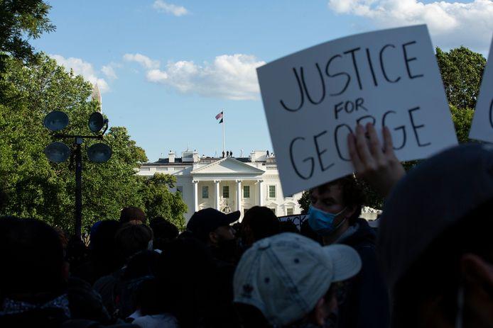 Les manifestations ont lieu jusqu'aux grilles de la Maison Blanche, ce qui n'est pas du goût de son locataire
