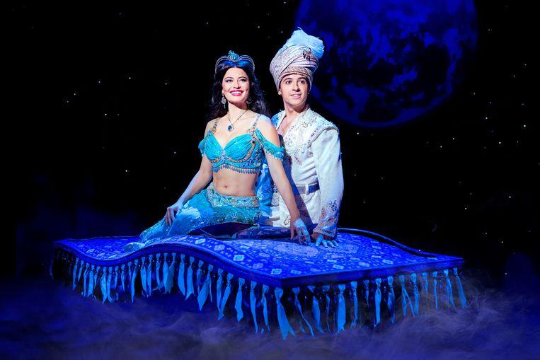 Jasmine (Keoma Aidhen) en Aladdin (Jonathan Vroege) in de musical Aladdin. Beeld Deen van Meer