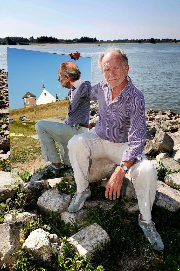 Journalist Rudie van Meurs schreef het boek 'Een man als Daan' over zijn buurman in Herwijnen.