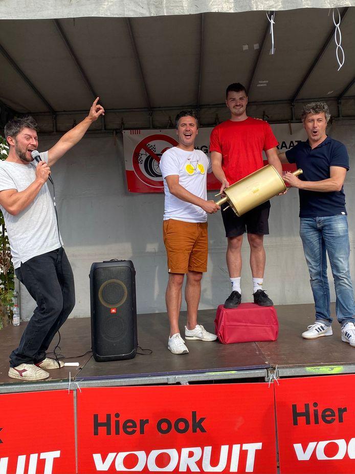 De winnaars van De Gouden Knalpot, zonder meer trots.