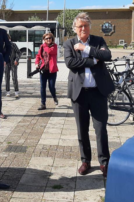 Zeeland en Den Haag kunnen weer door één deur:  zelfs grapjes maken over de marinierskazerne kan nu