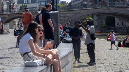"""Behoorlijk druk in Gentse binnenstad: """"Mensen vooral aangemaand niet te blijven zitten"""""""