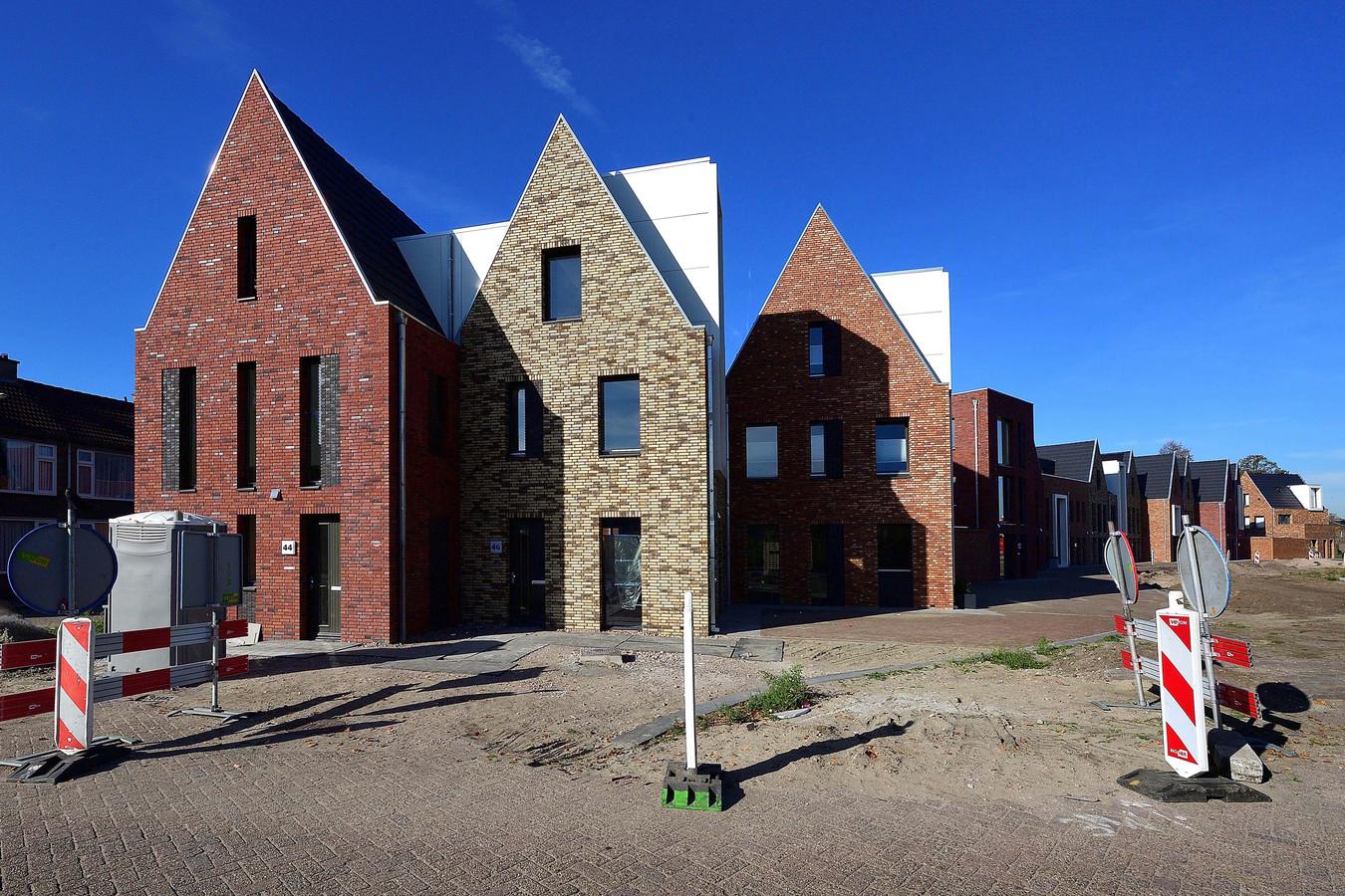 Nieuwbouw van stadswoningen op Wipwei de eerste fase Stadsoevers in Roosendaal. Foto Pix4Profs / Peter van Trijen