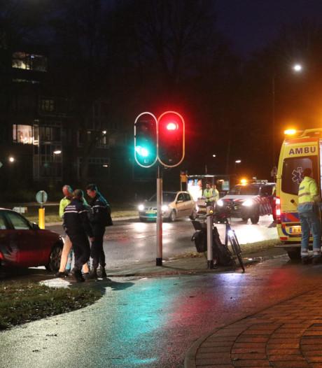Fietsster gewond na aanrijding in Apeldoorn