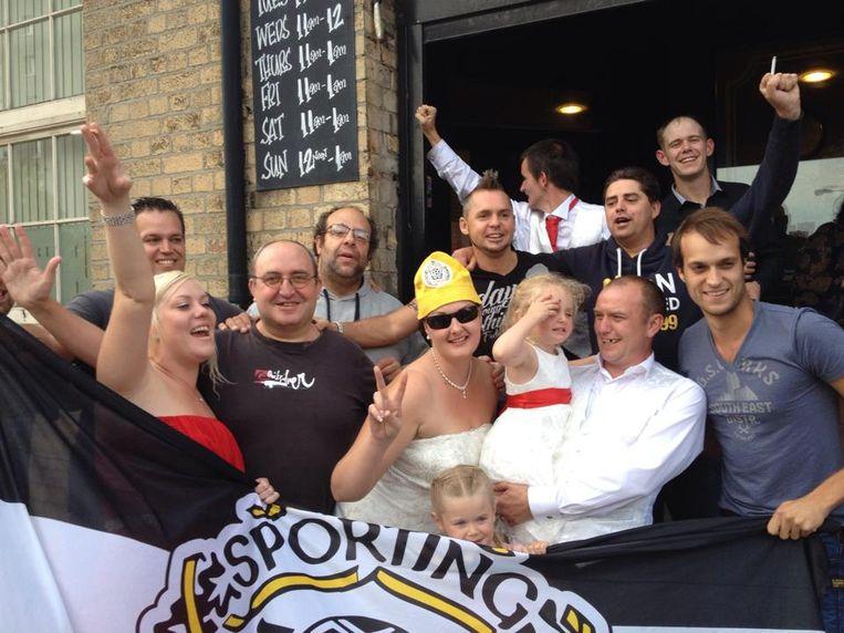 Enkele leden van The Yellowbrothers slaagden erin een Brits huwelijk wat meer kleur te geven tijdens de Europese verplaatsing naar Hull.