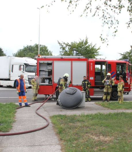Brand in afvalcontainer langs A1 bij Holten